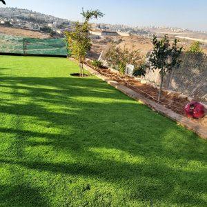 דשא סינטטי בשילוב אדני רכבת